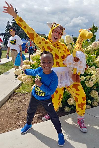mascotte girafe enfants