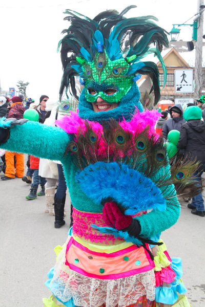 masked characters chic carnaval