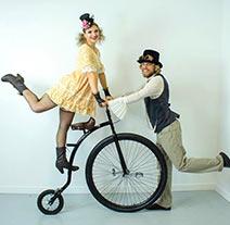 duo acrobatique en velo