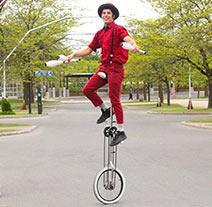 jongleur en monocycle